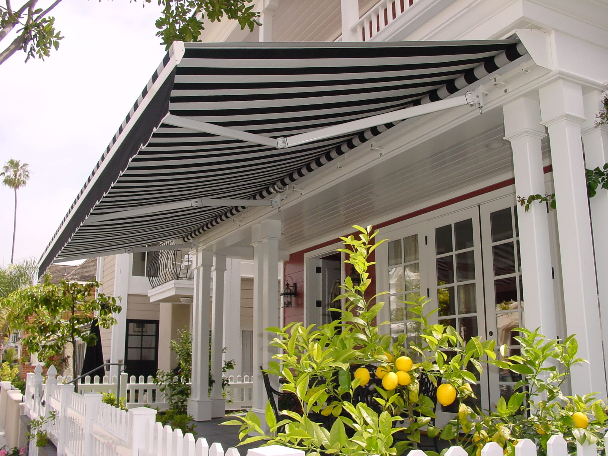 What Are Retractable Patios?